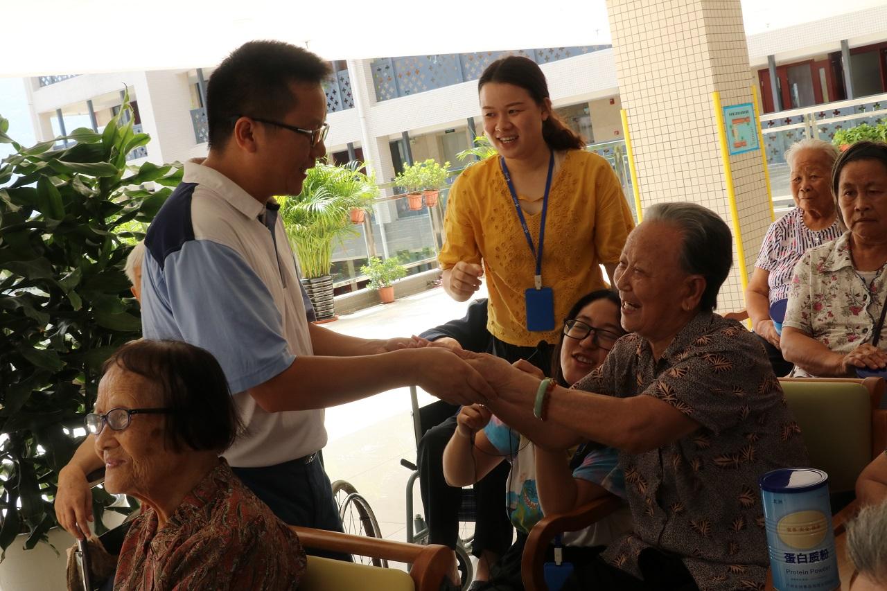 广州太洲食品公司中秋送暖关爱老年人公益行动